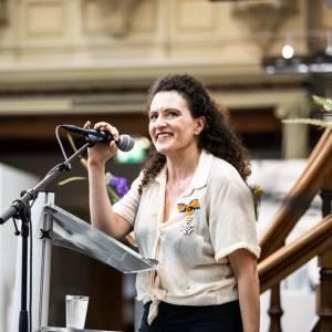 Lintje voor violiste Liza Ferschtman tijdens het Delft Chamber Music Festival