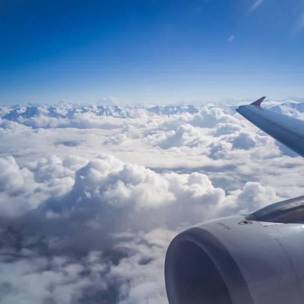 Luchtvaartdeskundige van de TU Delft maakt zich zorgen om de deltavariant tijdens vluchten