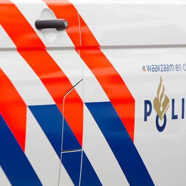 Inbreker Oostsingel huis uit gejaagd door bewoner, politie doet oproep
