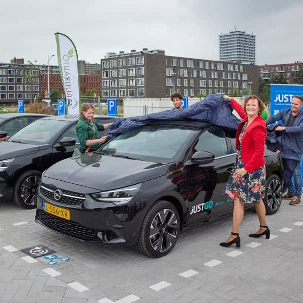 Elektrische auto's en fietsen delen in Nieuw Delft