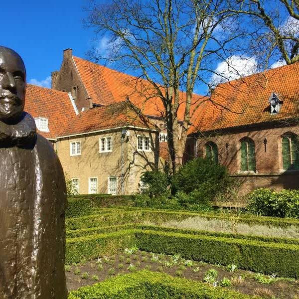 Stel je eigen porselein tentoon bij museum Prinsenhof in 'Porselein uit je kast'