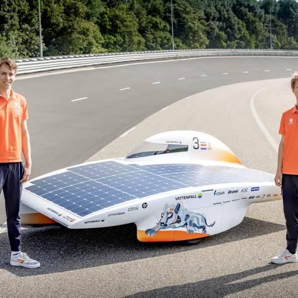 Delftse Thies en Jean-Paul presenteren nieuwste zonneauto Nuna11