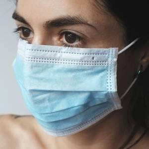 Onderzoek van de TU Delft toont 'lekkages' aan bij mondkapjes voor publiek