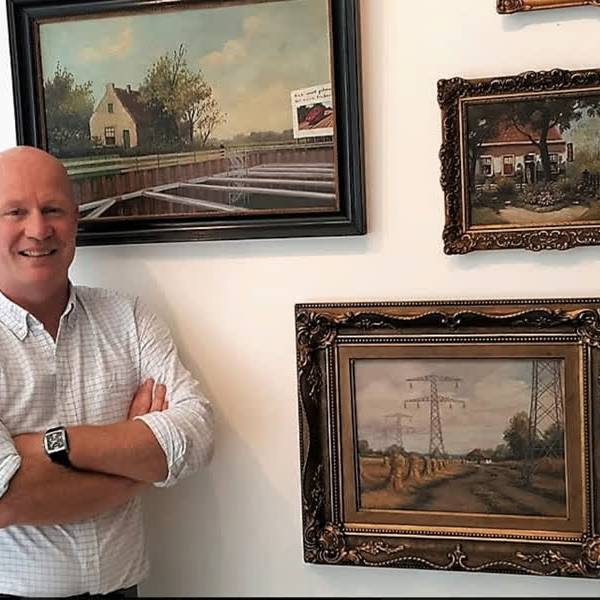 Cultuurtafel Delft bekritiseert bezuinigingen via confronterend schilderij René Jacobs