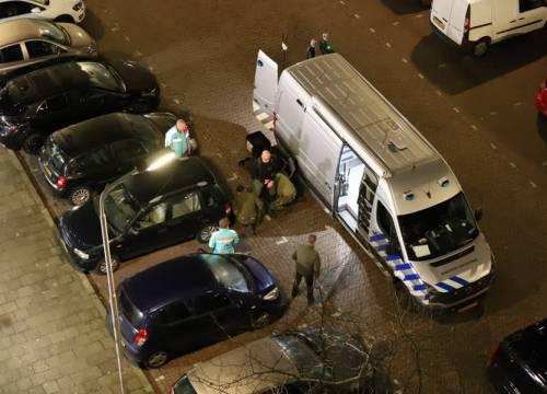 Mogelijk explosief aangetroffen onder of bij geparkeerde auto Lisztstraat Delft