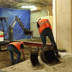 Archeologen starten onderzoek in Nieuwe Kerk: 'Hopen resten van rijke Delftenaren te vinden'