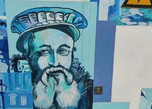 Grauwe elektriciteitskastjes opgefleurd tot Delftsblauwe kunstwerken