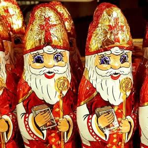 Burgemeester Marja van Bijsterveldt helpt Sinterklaas