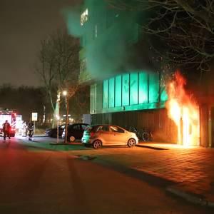 Tientallen bewoners op straat door felle brand aan de Duke Ellingtonstraat in Delft