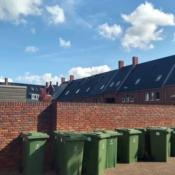 Bewoners al maand uit huis na branden in zonnepanelen nieuwbouwhuizen Delft
