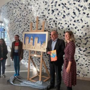 Een klok die helemaal niet op een klok lijkt: Stadskantoor Delft is een eyecatcher rijker