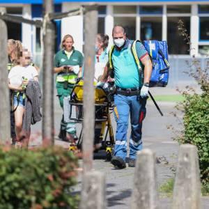 Meisje neergestoken bij schoolplein aan de Van Rijslaan, dader op de vlucht