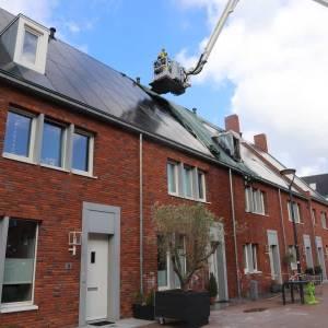 Bouwer gaat zonnepanelen controleren na branden in Delft
