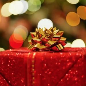 Kerst in Delft: studenten geven bijzonder kerstpakket aan eenzame ouderen