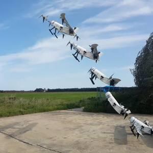 Waterstofdrone van de TU Delft stijgt verticaal op